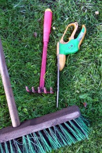 Lakeview beautification day april 16 lakeview ptsa for Gardening tools for schools